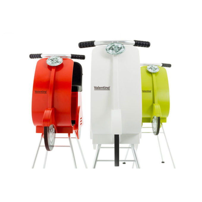 chaises pour enfants en forme de scooter ou vespa, blanc, rouge ou vert