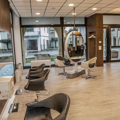 salon de coiffure chic et contemporain