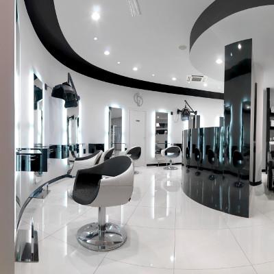 fauteuil de coiffure Devil dans ambiance de salon moderne
