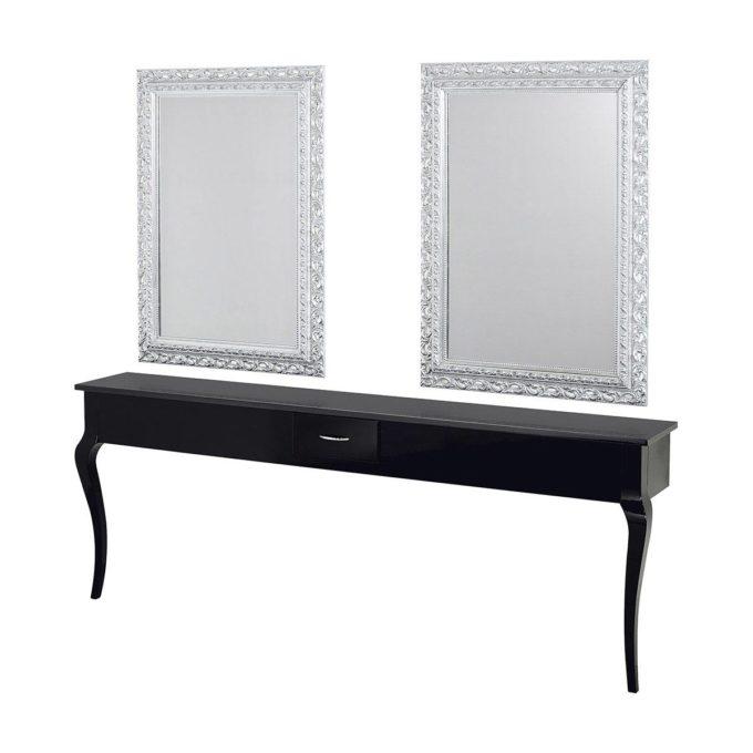 Poste de coiffure avec deux miroirs décorés et argentés et un meuble mural en bois laqué noir