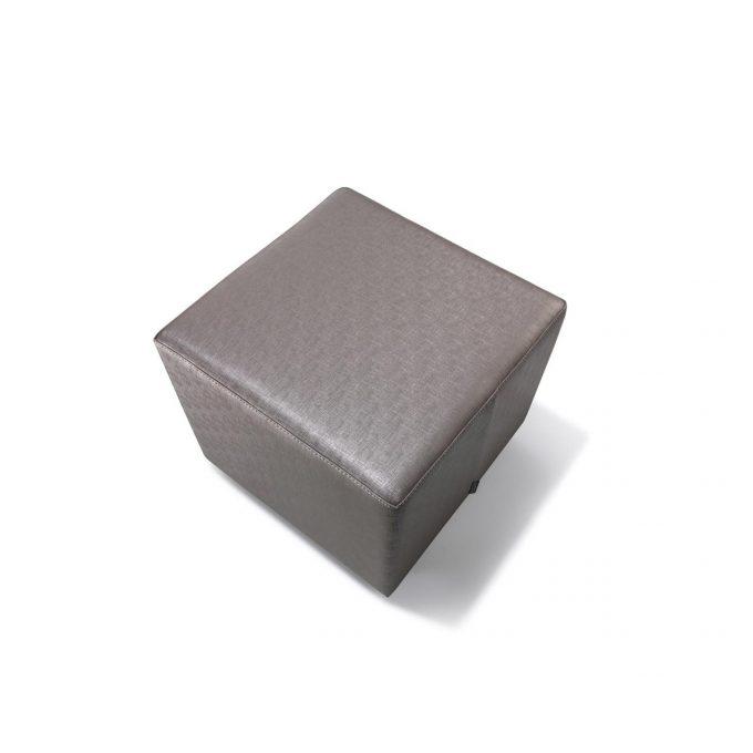 Siège en cube bois rembourré de mousse et tapissé de skai gris taupe