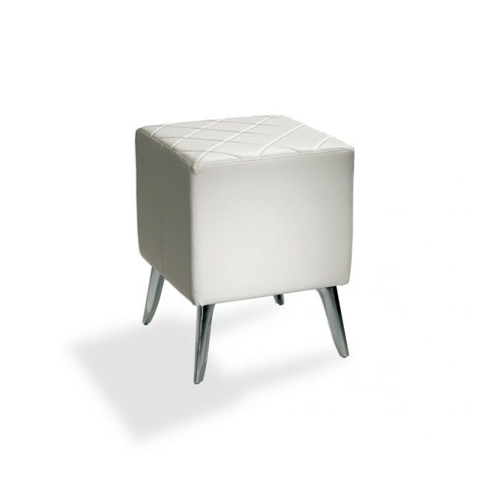 Cube d'attente en mousse et skai blanc sur 4 pieds en métal brillant