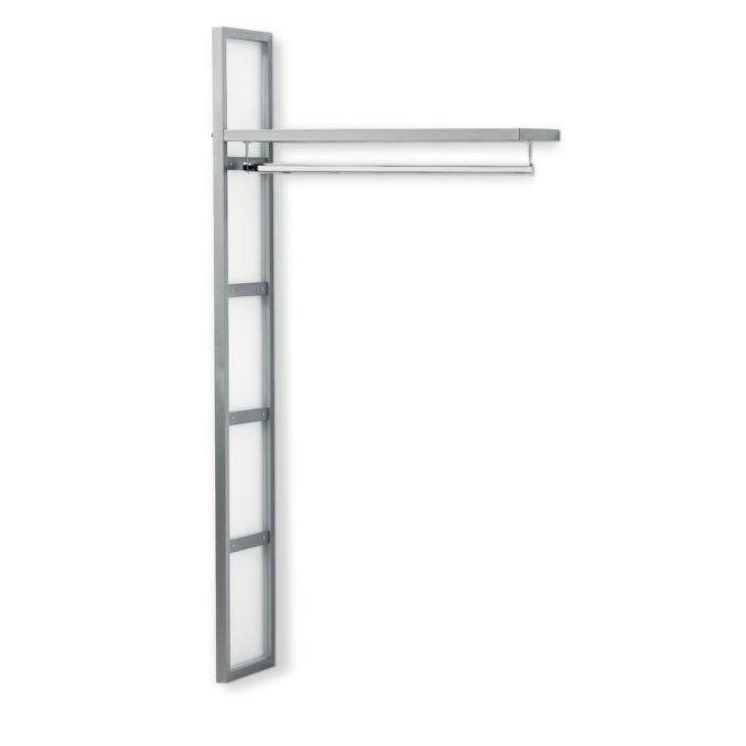 Penderie en forme d'échelle, discrète, structure en métal et plexiglas transparent avec étagère et tringle