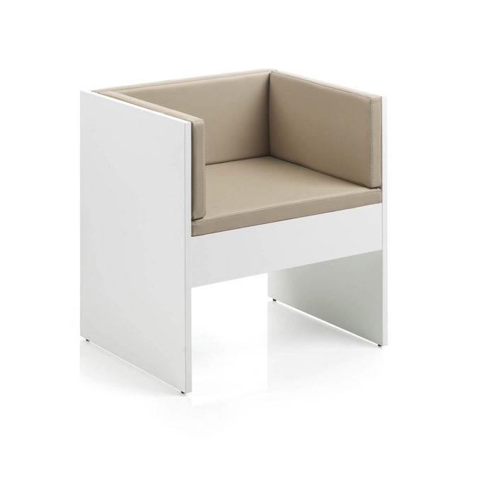 Banc une place avec dossier pour salle d'attente, en structure bois et assise en mousse et revêtement en similicuir couleur taupe