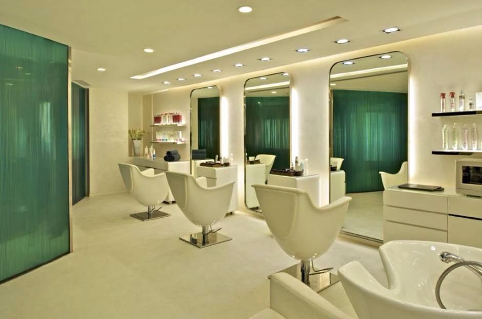 Nos plus belles r alisations de salons de coiffure for Accessoire pour salon de coiffure