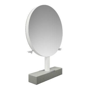 Poste de coiffure sur pied en béton brut avec repose-pieds en métal brillant, grand miroir rond avec portes séchoirs