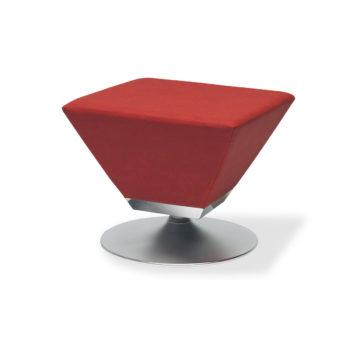 fauteuil d'attente pour salon de coiffure rouge forme triangulaire avec pied rond en métal brossé