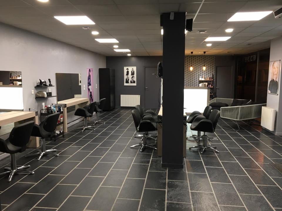 Agencement salon de coiffure mobilier coiffure relooking for Salon de coiffure melun