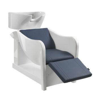 Bac à shampoing en polyuréthane blanc avec fauteuil et repose jambes en mousse et skai bleu marine, évier en céramique blanche