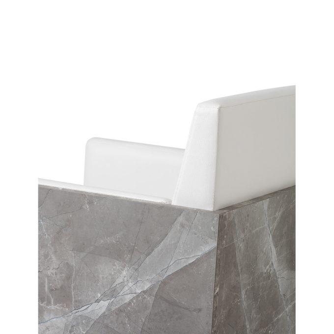 fauteuil de coiffure en effet marbre avec fauteuil en skai blanc