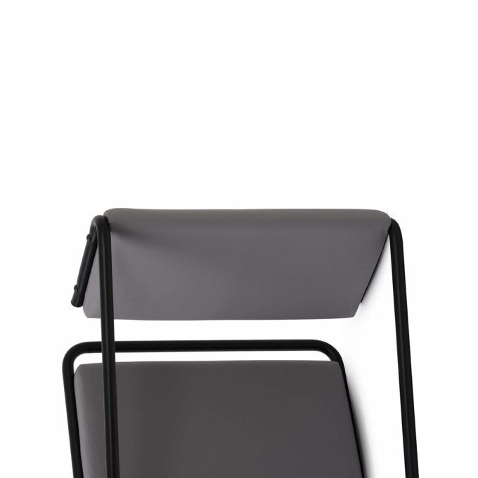 fauteuil coiffeur en métal noir et faux cuir gris