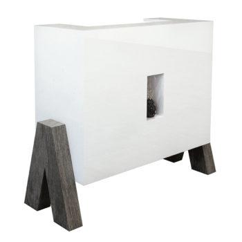 Réception caisse style moderne et organique avec pieds en bois naturel foncé