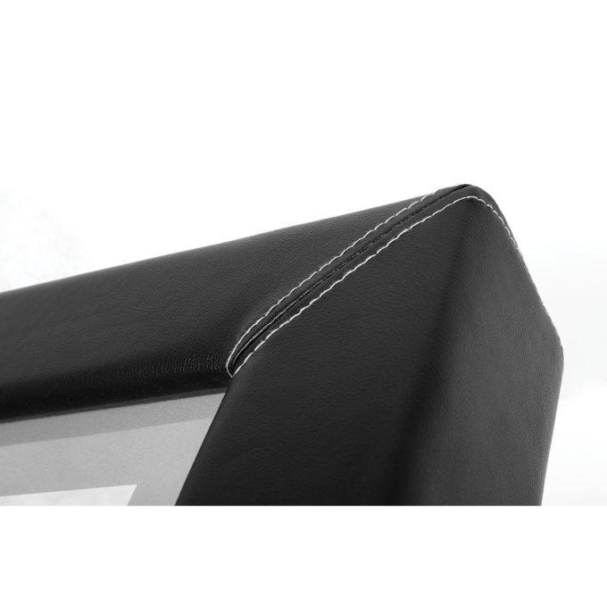 Poste de coiffure avec contour en similicuir noir et coutures blanches