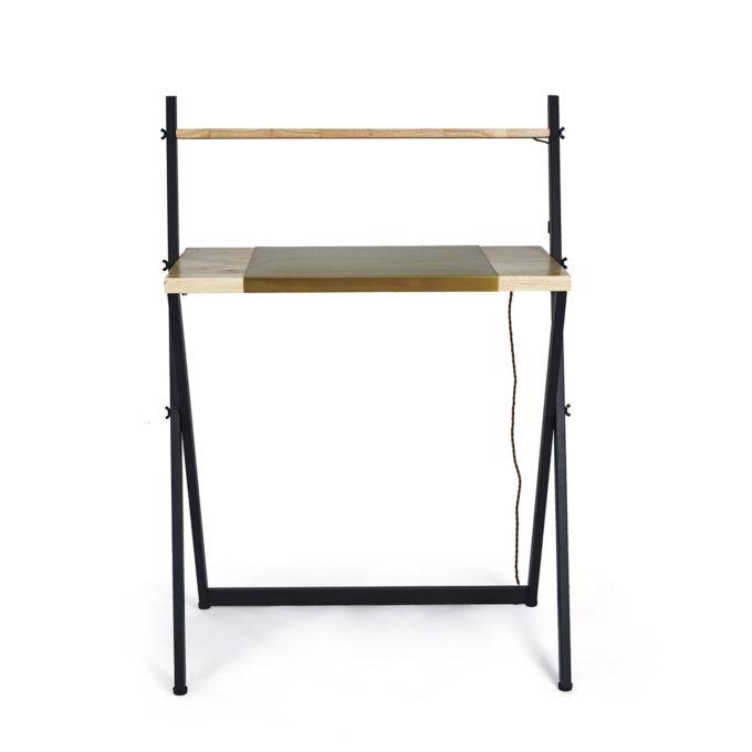 table en acier noir avec plan de travail en bois et verre de protection