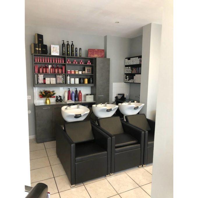 ambiance salon coiffure bacs à shampoing et lavage anton noir trois places