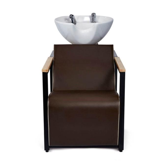 bac à shampoing avec fauteuil marron et accoudoirs bois