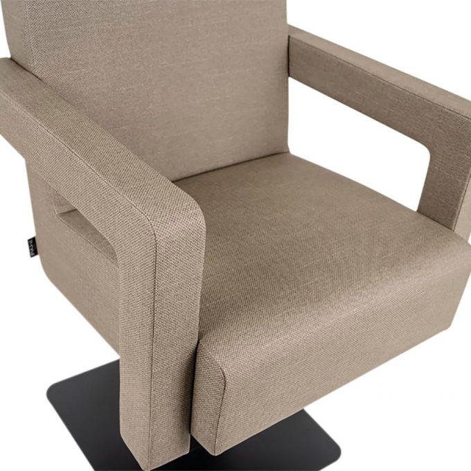 fauteuil de coiffure design contemporain avec pied en métal et pompe hydraulique
