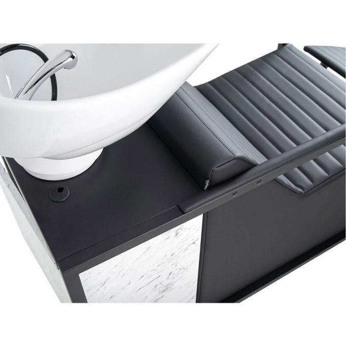 bac de lavage en métal noir ou cuivré avec assises en skai et caisson effet marbre blanc